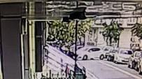 (Özel) Evin Duvarına Çarpan Sürücü 'Özür Dilerim' Dedikten Sonra Kaçtı