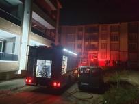 Sakarya'da 4 Katlı Binada Yangın Açıklaması 1 Kişi Dumandan Etkilendi