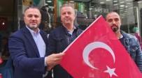 Ak Partili Başkan Kapı Kapı Bayrak Dağıttı