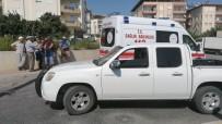 Antalya'da Motosiklet İle Kamyonet Çarpıştı Açıklaması 2 Yaralı