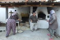 Burhaniye'de Kadınların Fırında Yufka İmecesi