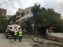 Büyükçekmece'de Riskli Bulunan 2 Binanın Yıkımı Gerçekleştirildi