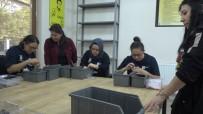Engelliler Montaj Atölyesinde Üretmenin Hazzını Yaşıyorlar
