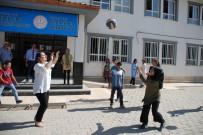 Pekmez, Sincik'te Köy Okullarını Ziyaret Etti