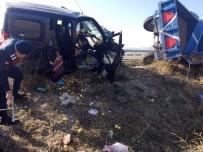 KARACAÖREN - Amasya'da Trafik Kazası Açıklaması 2 Yaralı
