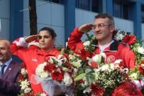 Dünya Şampiyonu Busenaz Sürmeneli Mehteranla Karşılandı