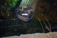 Köpekten Kaçan Otomobil Duvardan Aşağıya Düştü Açıklaması 2 Yaralı
