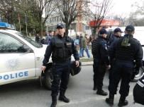 ZIRHLI ARAÇ - Kosova Polisi Sırpların Çoğunlukta Olduğu Ülkenin Kuzeyine Operasyon Düzenledi