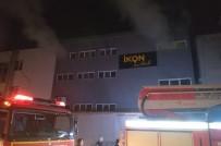 İnegöl'de Mobilya Fabrikasında Çıkan Yangını Bekçiler Fark Etti