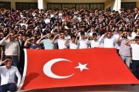 700 Öğrenci Mehmetçiğe Selama Durdu