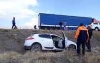 Erzincan'da Trafik Kazası Açıklaması 2 Yaralı