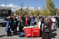 Kars MHP Kadın Kolları Şehitler İçin Helva Dağıttı