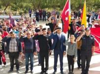 Öğrencilerin Jandarma'ya Yürüyüşü Sonunda Bayrak Komutana Teslim Edildi