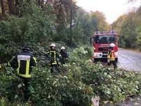 ŞİDDETLİ FIRTINA - Almanya'da Fırtına Hayatı Felç Etti