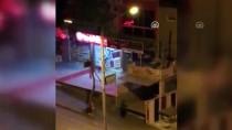 VİTRİN - İş Yerinin Vitrin Camı Kırılarak Hırsızlık Yapılması Kamerada