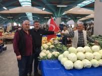 Pazarcılara Türk Bayrağı Dağıtıldı