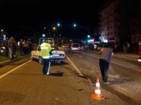 Alkollü Sürücü Kırmızı Işıkta Bekleyen Otomobile Çarptı