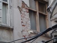 Beyoğlu'nda Tarihi Bina Çökme Riski Nedeniyle Boşaltıldı