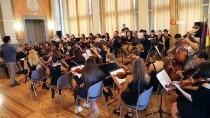 Daktiloyu Müzik Aleti Yaptı, Alman Konsolosluğunda Konser Verdi