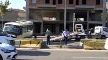 Kırıkkale'de Dolmuş Refüje Çarptı Açıklaması 3 Yaralı