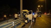 Manavgat'ta Tur Minibüsü Çelik Bariyere Çarptı Açıklaması 5 Yaralı