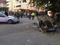 Türkeli'de İki Otomobil Çarpıştı Açıklaması 3 Yaralı