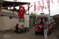 TACİZ ATEŞİ - Erzurumlu Şehidin Baba Evine Türk Bayrağı Asıldı