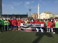 Kadın Futbolcular 'Kadına Şiddete Hayır' Tişörtleriyle Maça Çıktı