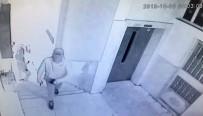Öğrenci Servisiyle İş Yeri Soymaya Çalışan Hırsızların Yakalanma Anı Kamerada