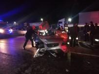 Otomobil Önündeki Tıra Arkadan Çarptı Açıklaması 1 Ölü, 4 Yaralı