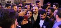 Erzincan'da Şafak Sezer'e Öğrencilerden Yoğun İlgi