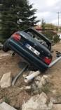 Kontrolden Çıkan Otomobil Ağaca Çarparak Durabildi