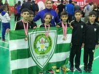 CENGIZ ERGÜN - Manisa Büyükşehir Badminton Takımı Derecelerle Döndü