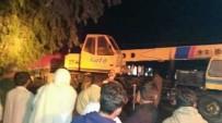 PENCAP - Pakistan'da Ambulansla Treyler Çarpıştı Açıklaması 9 Ölü