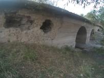 ÇıTAK - Tarihi Taş Köprü Define Avcılarının Hedefi Oldu