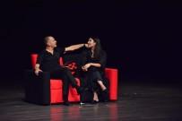 YILMAZ ERDOĞAN - Torbalı'da 'Haybeden Gerçeküstü Aşk' İsimli Oyun Herkesi Güldürdü