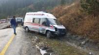 Tosya'da Ambulans Otomobil İle Çarpıştı, 1 Yaralı