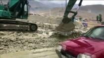 GÜNEBAKAN - Erzincan'da Kapanan 3 Köy Yolu Ulaşıma Açıldı