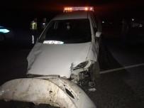 Otomobil At Arabasına Çarptı Açıklaması 2 Ağır Yaralı