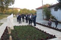 İBRAHİM KURT - Sabah Namazı Sonrası Şehitliğe Ziyaret