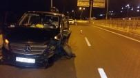 Turist Taşıyan Minibüs Bariyerlere Çarptı Açıklaması 3 Yaralı