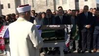 FATİH KARAGÜMRÜK - Fatih'te Yabancı Uyruklu Grubun Bıçaklı Saldırısında Öldürülen İsmail Mert Bayer, Son Yolculuğuna Uğurlandı