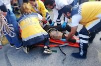 PETROL OFISI - Kaza Yapan Gence Olay Yerinden Geçen Doktor Müdahale Etti
