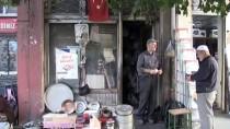 Mesleğini 'Zanaat Kanaattir' Diyerek Ayakta Tutuyor