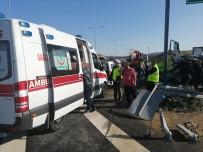 Devrilen Kamyonetin Üzerinde Ambulans Bekledi