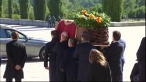 FRANCİSCO FRANCO - Diktatör Franco'nun Tabutu 44 Yıl Sonra Anıt Mezardan Taşındı