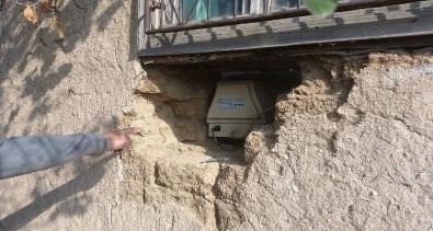 Duvarı Delip Girdikleri Evden Hırsızlık Yaptılar