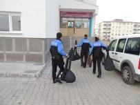 Kars Polisinden Öğrencilere Saz Ve Gitar