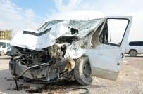 Minibüsle Beton Mikseri Çarpıştı Açıklaması 3 Yaralı