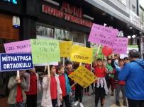 Minik Öğrenciler 'Çocuk Hakları' İçin Yürüdü